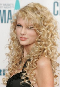 taylor-swift-Tight curls